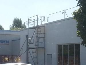 Kleines Leitergerüst zum Auf- und Absteigen Hallendach - Treppenturm 2 Etagen.