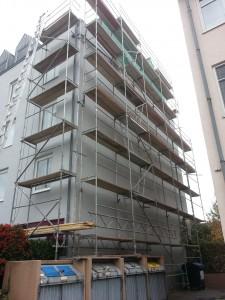 8 Stockwerke Baugerüst Mehrfamilienhaus Kerpen aufgebaut