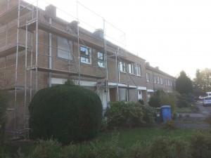 Fassadengerüst mit Dachdeckernetz als Schutznetz am Mehrfamilienhaus Bergheim
