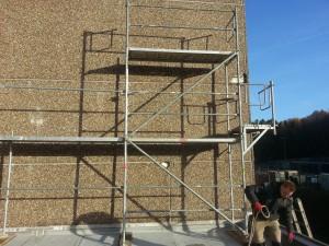 Aufbau Arbeitsgerüst an Wand