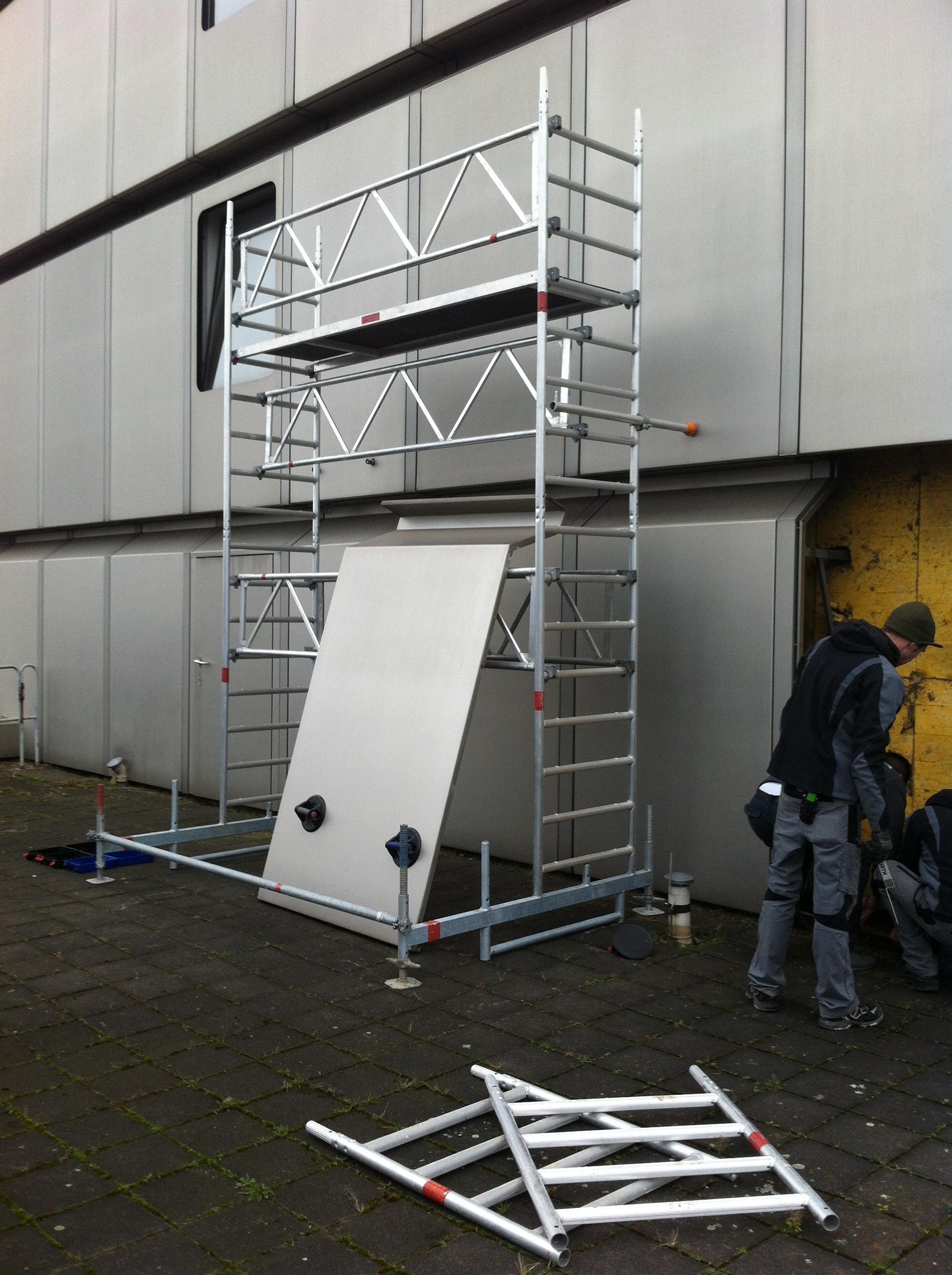 Fahrgerüst in Düsseldorf aufgebaut